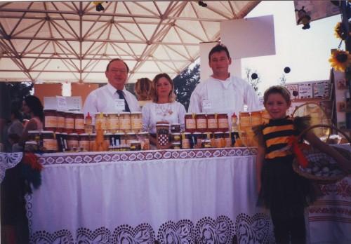 OPG Ivan Knežević Šiškovci - prizori z  svakodnevnog pčelarskog života